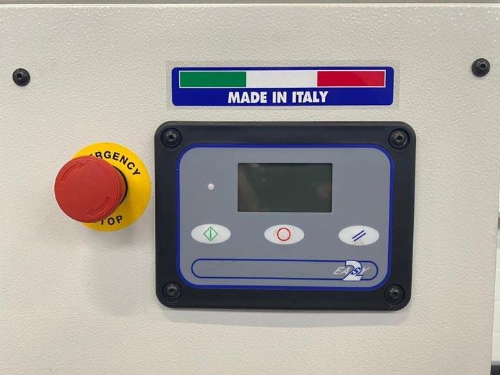 Bảng điều khiển của máy nén khí